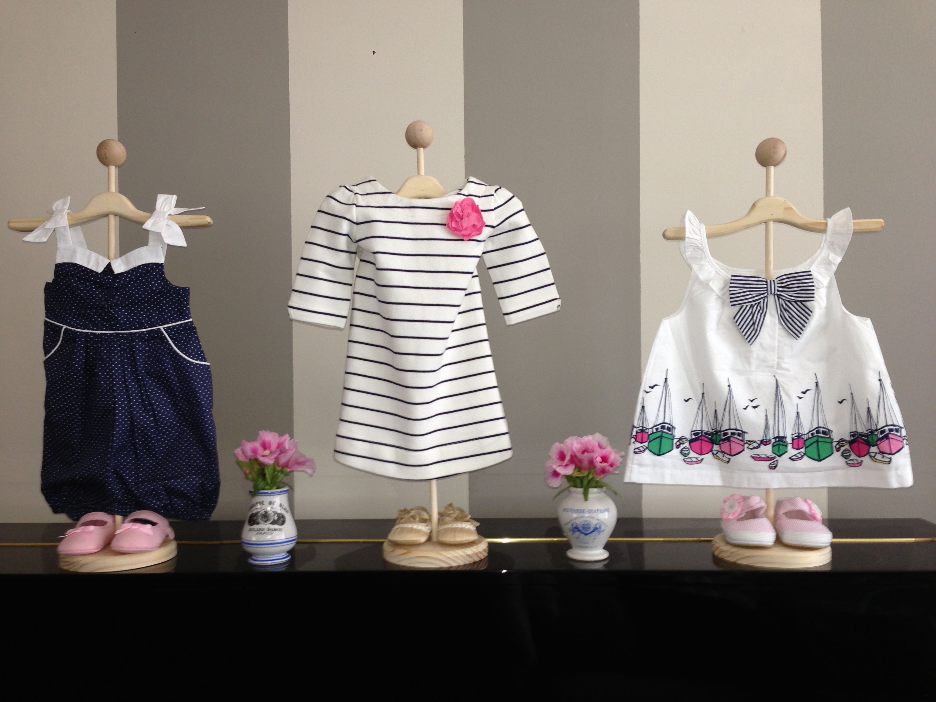 Best Use Stands To Display Baby Clothes For Cute Decorations This Month