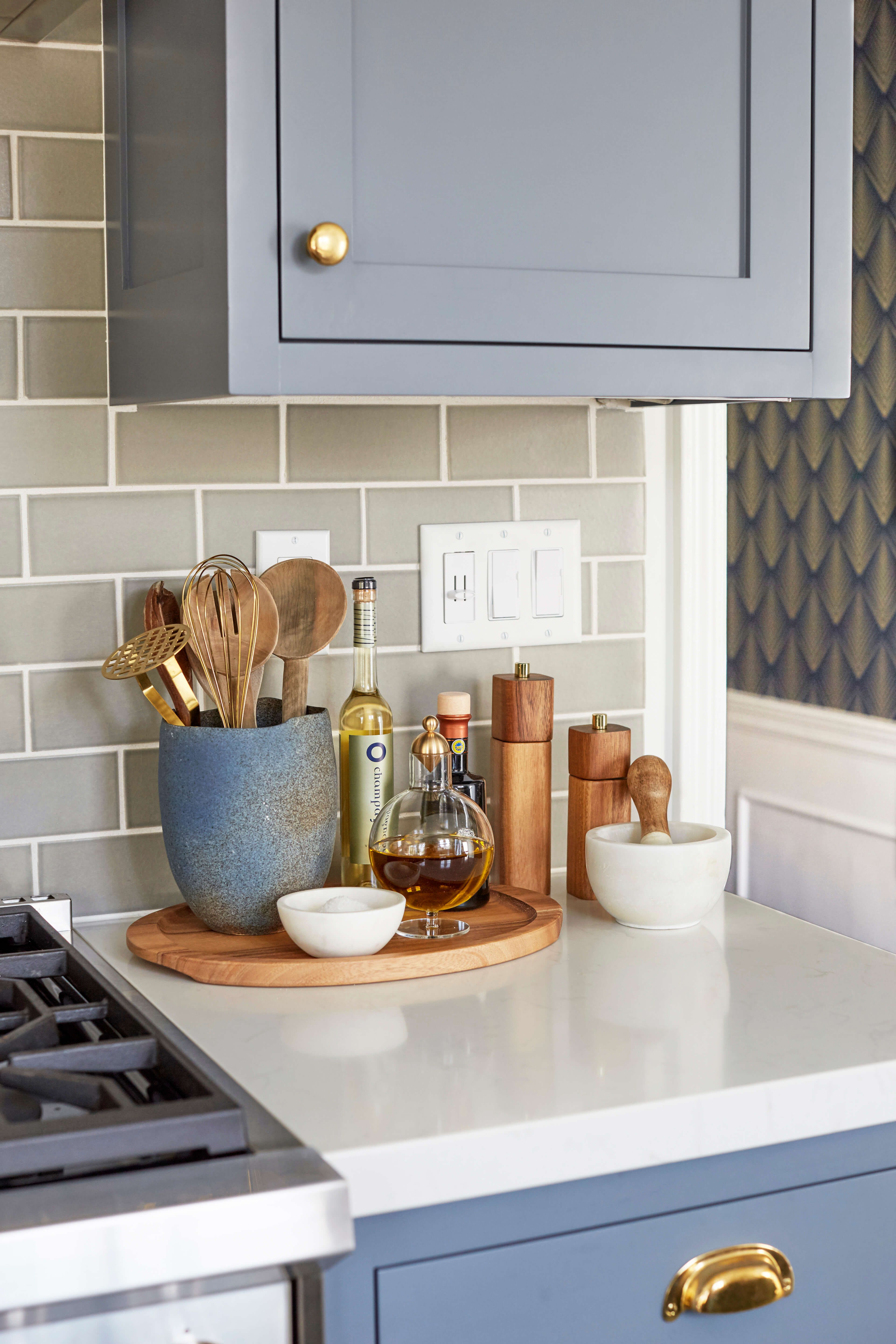 Best 5 Ways To Style An *Gly Renter S Kitchen Design Inspo This Month