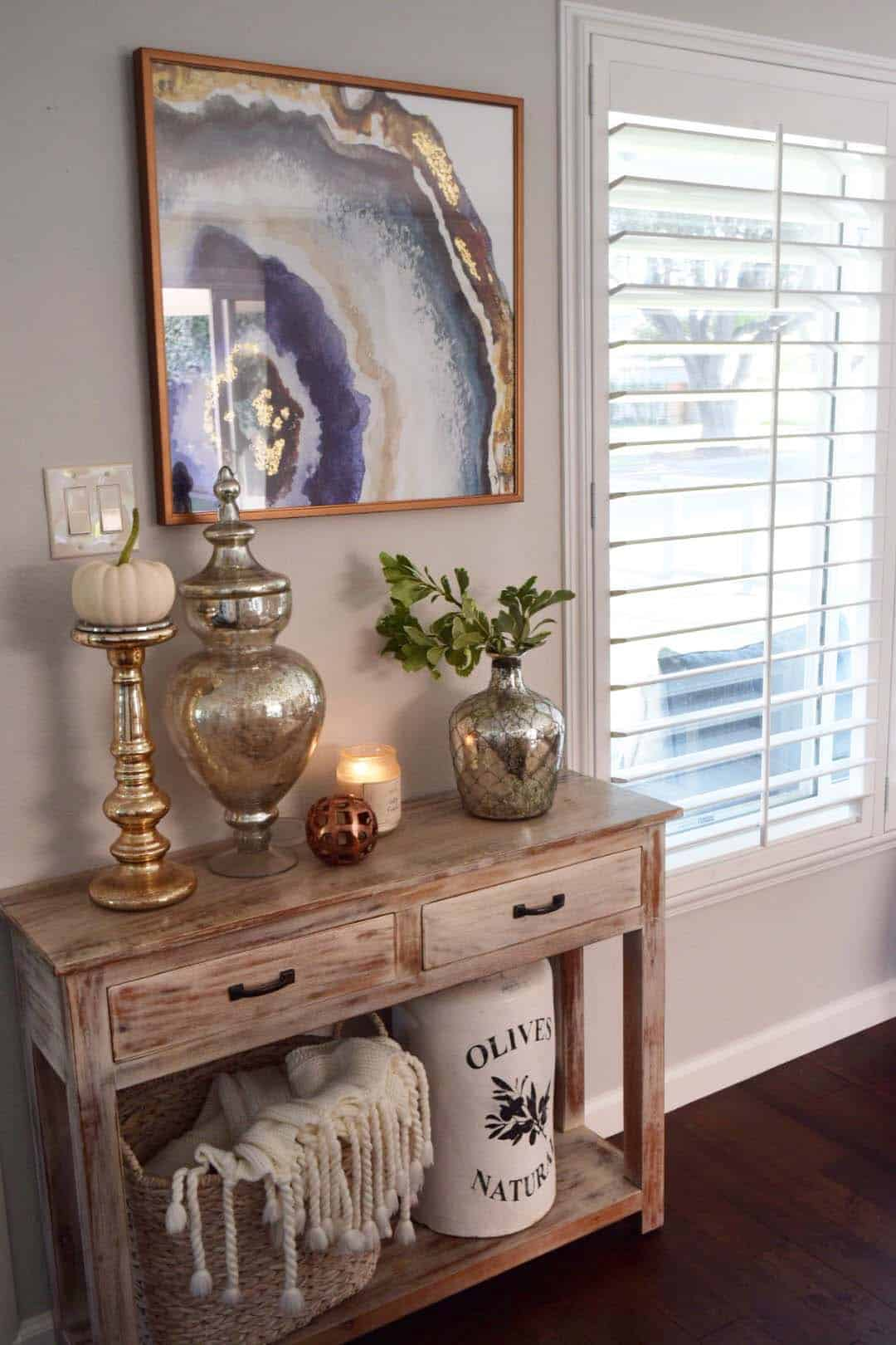 Best 28 Welcoming Fall Inspired Entryway Decorating Ideas This Month