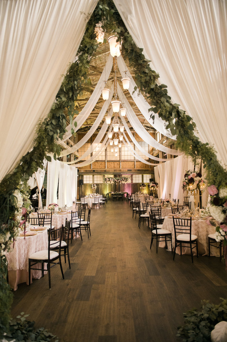 Best 25 Sweet And Romantic Rustic Barn Wedding Decoration Ideas This Month
