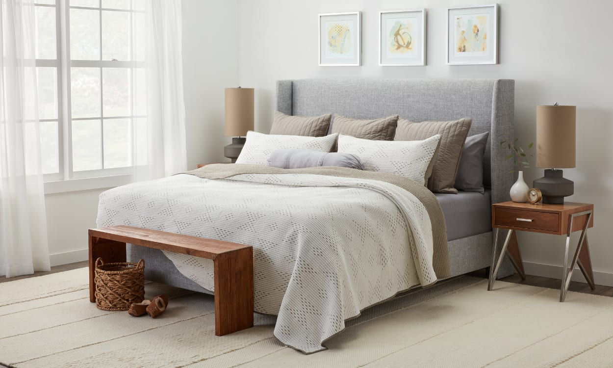Best 12 Ways To Arrange Pillows On A Bed Overstock Com This Month