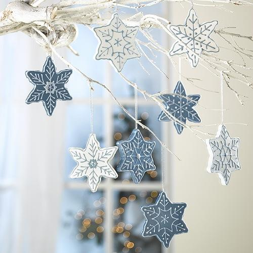 Best 33 Ways To Use Snowflakes For Winter Home Decorating This Month