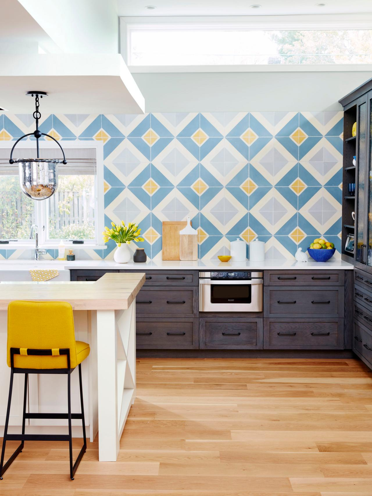 Best 9 Kitchens With Show Stopping Backsplash Hgtv S This Month