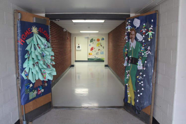 Best Holiday Door Decorating Challenge The Morgan Pawprint This Month