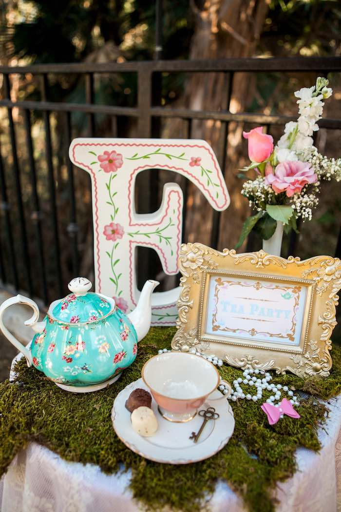 Best Kara S Party Ideas Shabby Chic Alice In Wonderland This Month