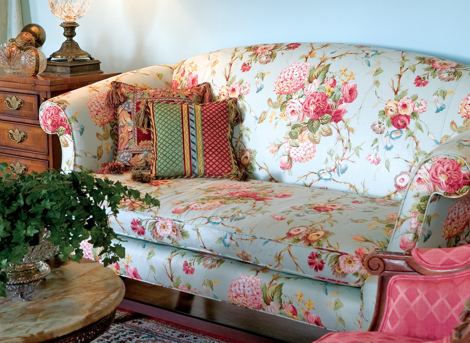Best Classic Décor Using Roses To Embellish Southern Lady This Month