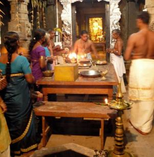 Hindus performing a puja (prayer ritual). Photo credits to Lieve.