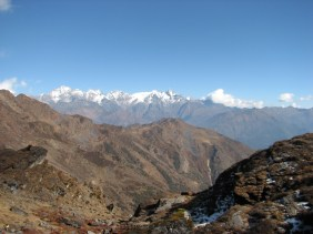 We arrive at our highest camping site of 4200 m with an amazing view of the Langtang mountain range.