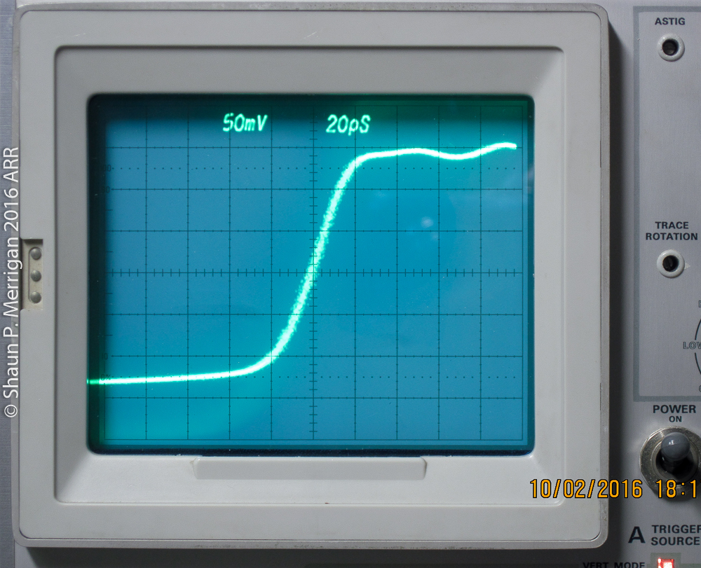 Very fast rise time pulse on a Tektronix 7904 with an S4 sampling head