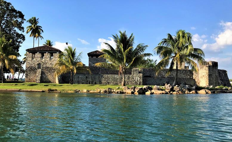 The ivew of the Castillo de Felipe in Rio Dulce