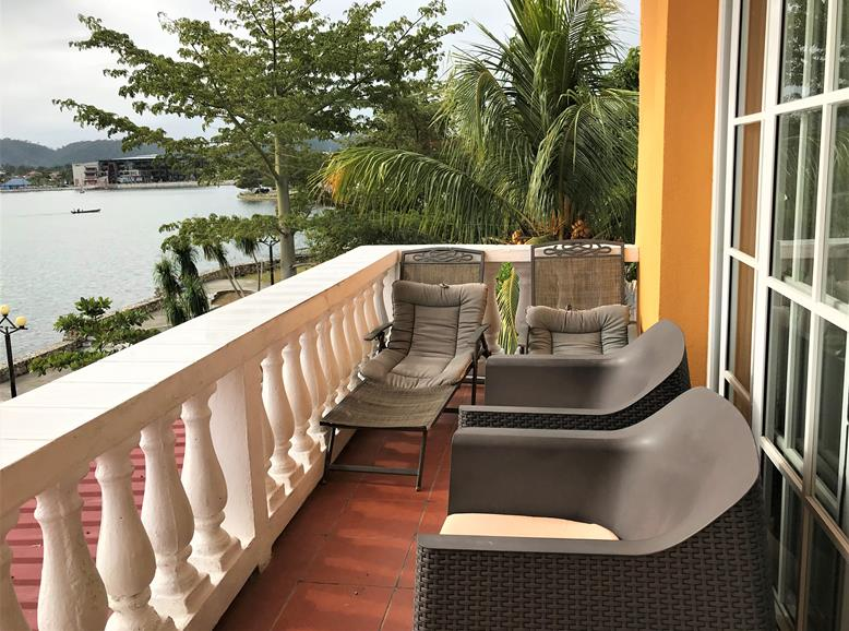 The balcony of Hotel Villa del Lago