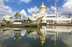Omar Ali Saifuddien Mosque, the landmark of Brunei