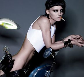 Rooney Mara as Lisbeth Salander in The Girl With the Dragon Tattoo movie image.