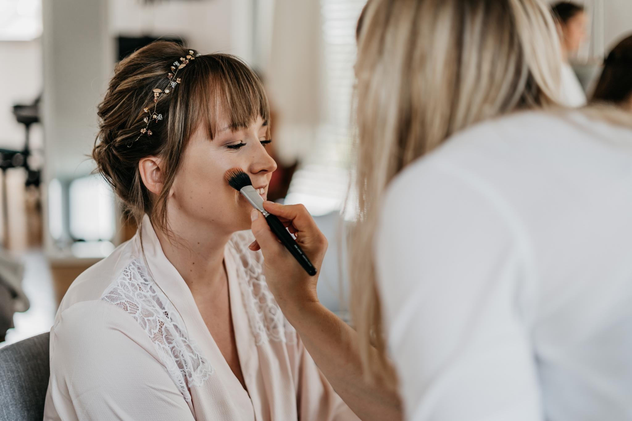 Hochzeit auf Schloss Heiligenberg Haare & Makeup Braut