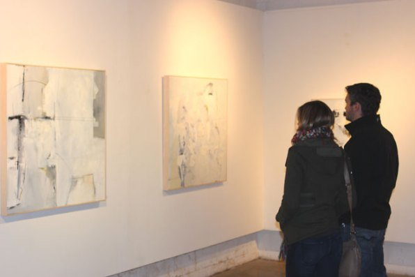 couple gallery looking at art