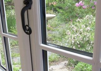 Shaws glass and glazing widget
