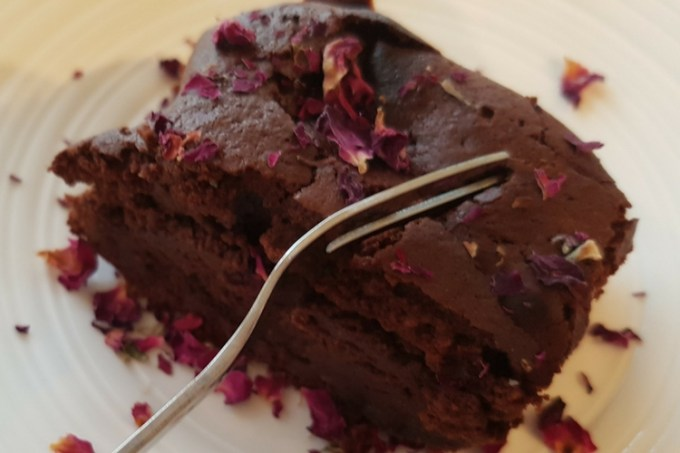 Raspberry rose brownies / SHE-EATS