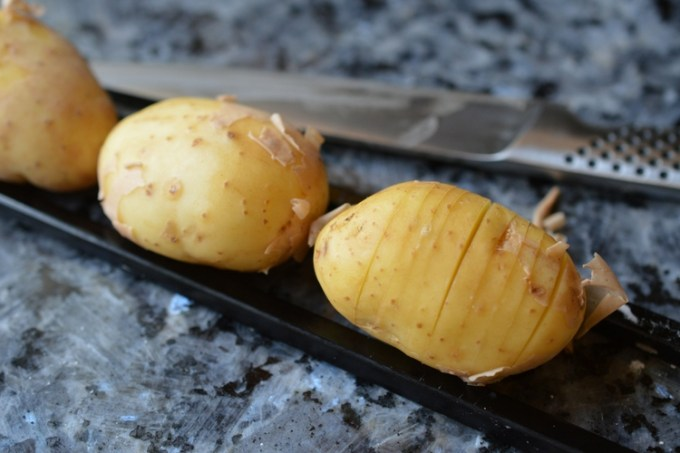 Za'atar hassleback potatoes / SHE-EATS