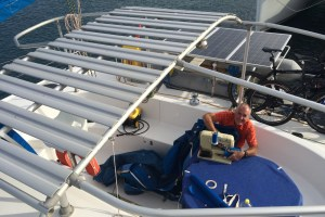 we fix the plates of the Bimini directly on top of the construction, so it becomes more stable and the Bimini fabric needs some repair