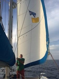 kurz vor Sal wird endlich die Kapverdische Fahne gehisst, zusammen mit der gelben Quarantäne Fahne