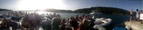 am Sonntag Nachmittag erleben wir das 30. Dinghy Konzert in der Bucht vom Phare Bleu - tolles Ambiente!