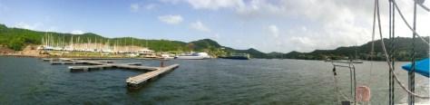 """Blick auf """"unseren Boatyard"""" bei der Verschaufpause an der Boje - gleich geht es ein letztes Mal in den Travellift"""