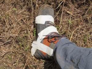 bei der 3 Wanderung fällt Reto's Schuh langsam auseinander