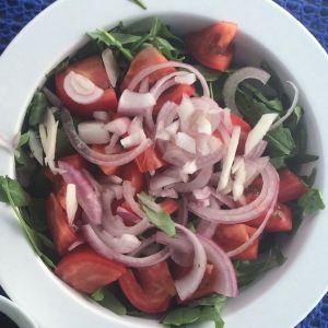 Roka with Tomatoes and Onions