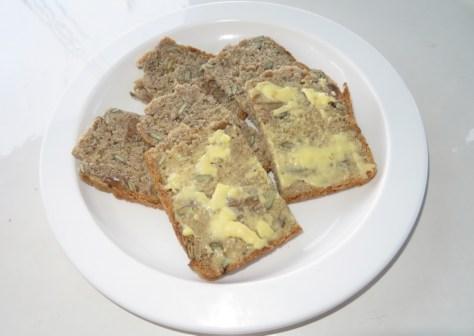 Sauerteigbrot mit Butter - besser geht es nicht