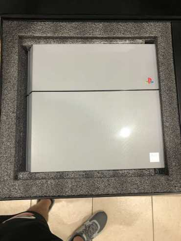 PS4-Playstation-4-20th-Anniversary-Edition-Limited11