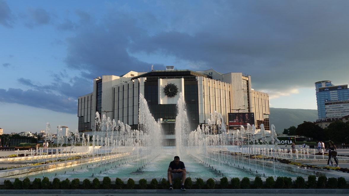 Der Nationale Kulturpalast: Bloss ein Beispiel eines sozialistischen Pompösbaus in Sofia. (Bild: Andrea Freiermuth)