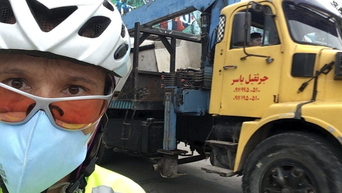 Am Kaspischen Meer setzte ich zum ersten Mal die Staubmaske auf. (Bild: Selfie)