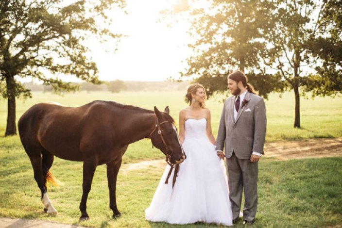 bride-and-groom-with-horse
