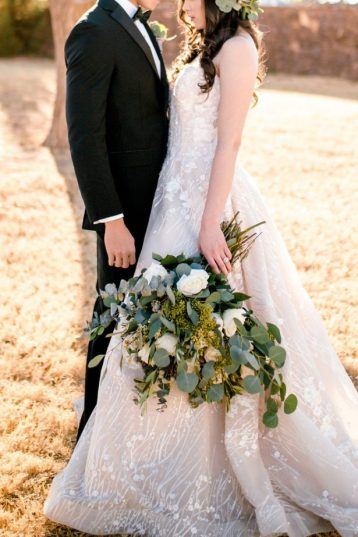 https://bellethemagazine.com/2018/02/organic-elegance-wedding-inspiration-with-mon-cheri-bridals.html