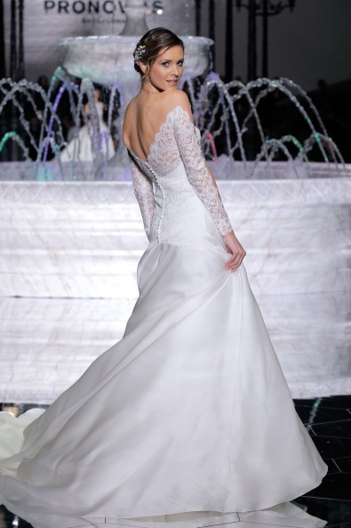 PRONOVIAS-FASHION-SHOW_Rumba-2