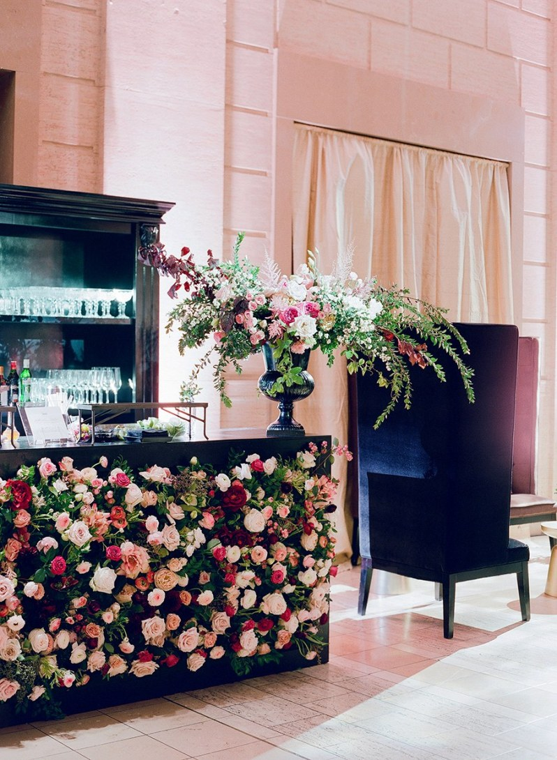 dark-moody-wedding-florals-3