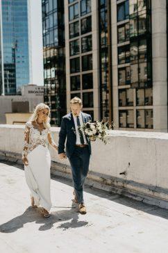 understated-urban-wedding-at-the-seattle-tennis-club-33-700x1049