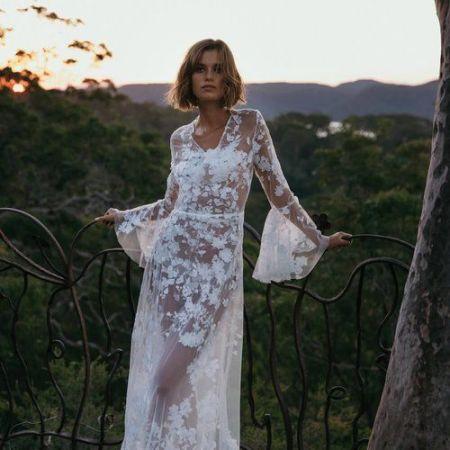 Wedding dress Timeline   SheerEverAfter.com   Your online maid of honor