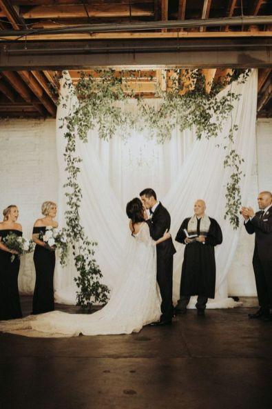https://junebugweddings.com/wedding-blog/youll-love-fashion-choices-classy-cool-moss-denver-wedding/