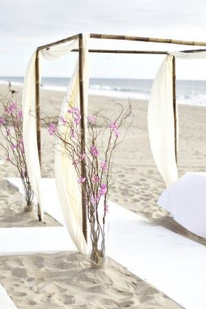 http://www.thesweetestoccasion.com/2011/02/beach-wedding-ideas/