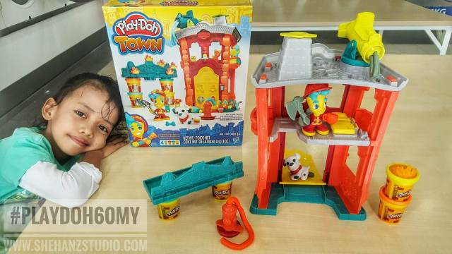6-kelebihan-bermain-play-doh-town-firehouse-set
