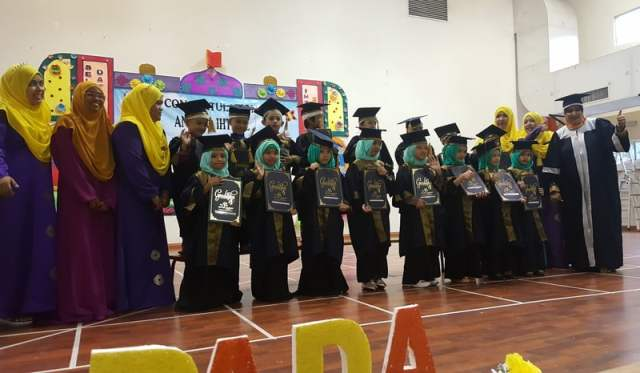 grand-ihtifal-little-caliph-2016-graduation-lil-hannah-damia (25)