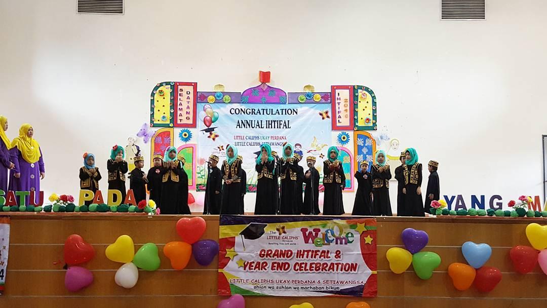 grand-ihtifal-little-caliph-2016-graduation-lil-hannah-damia-8