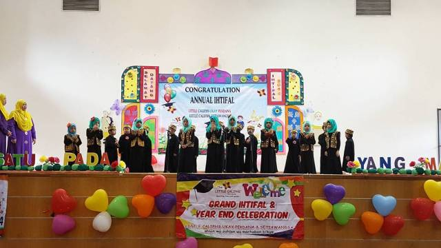 grand-ihtifal-little-caliph-2016-graduation-lil-hannah-damia-8