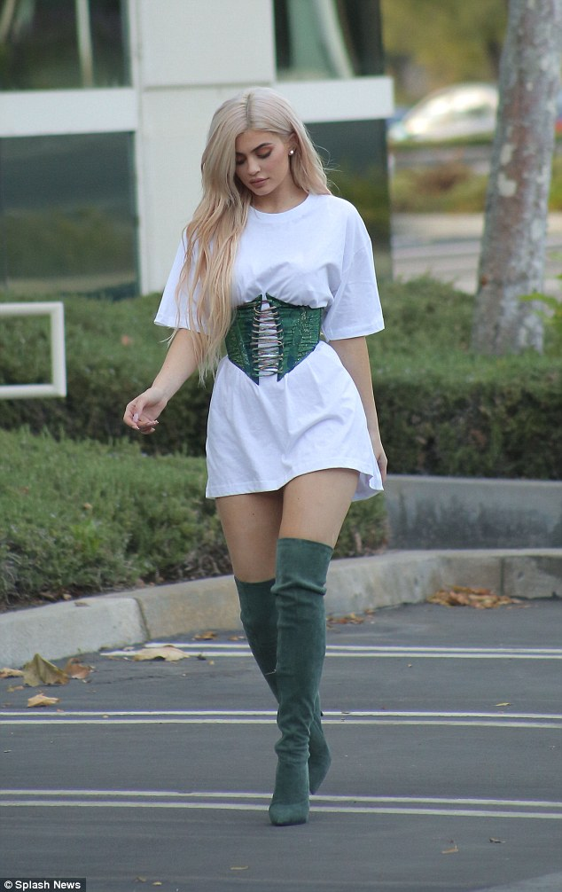 kylie jenner corset trend
