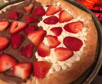 Brazilian style pizza: nutella, white chocoate and strawberries...So good!