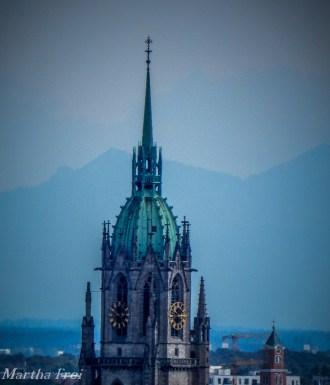 Die Turmkuppel von Sankt Paul nahe der Theresienwiese