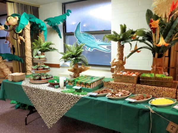Jungle theme refreshment table