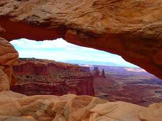 Front view of Canyonlands' Mesa Arch