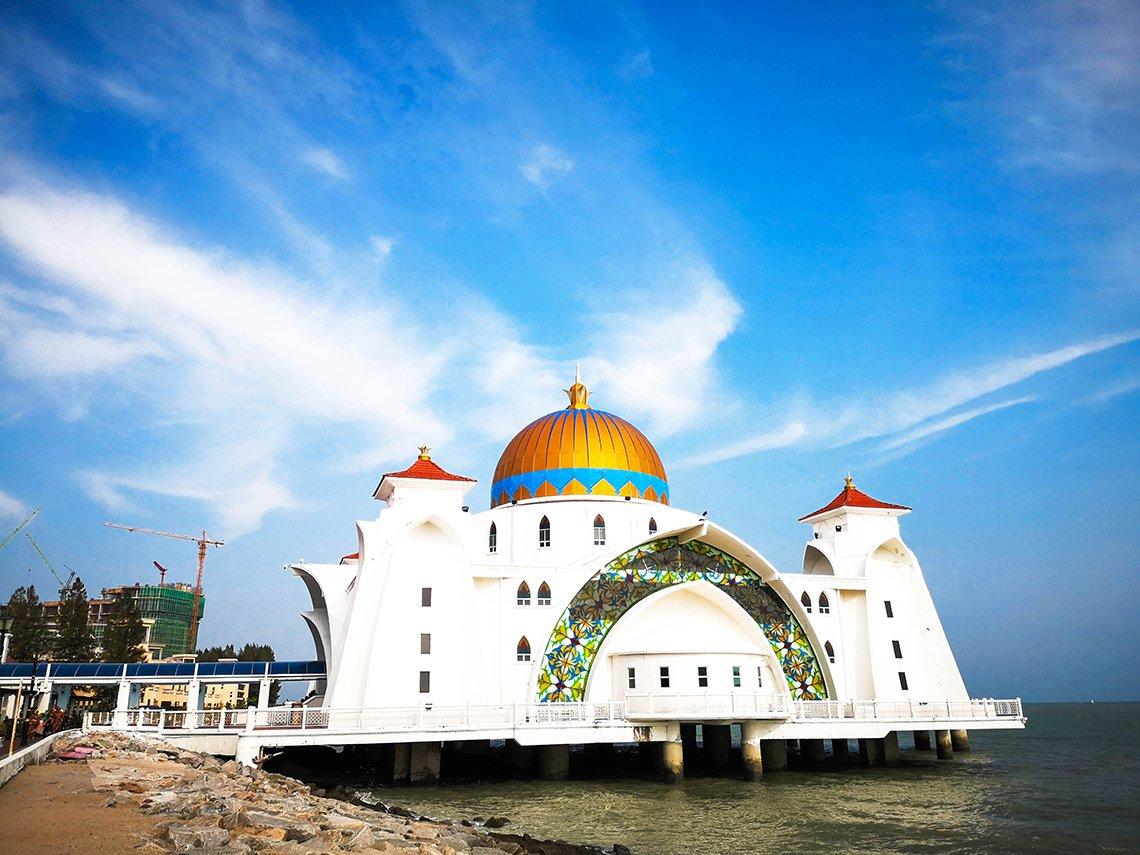 Kết quả hình ảnh cho Melaka Straits Mosque